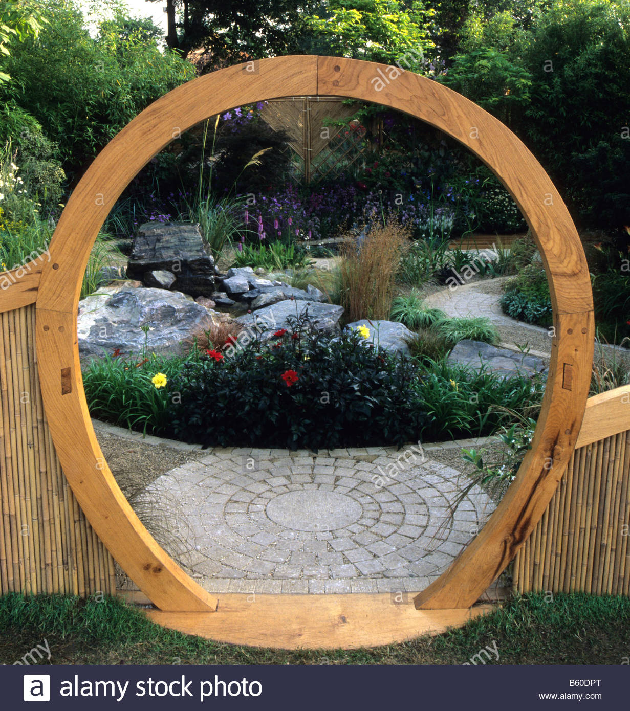 feng shui garden london design pamela woods circular moon. Black Bedroom Furniture Sets. Home Design Ideas