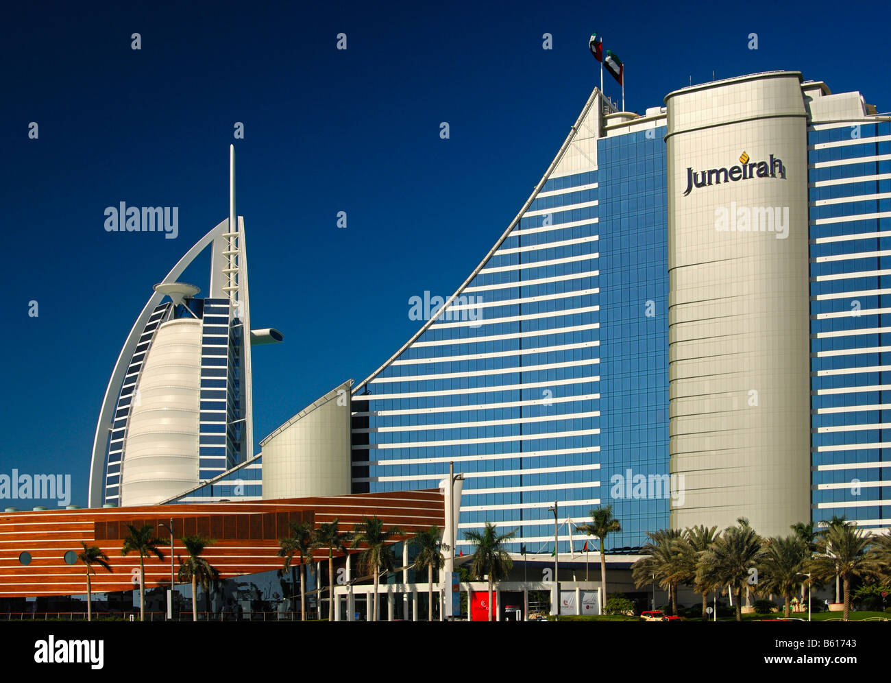 7 star burj al arab hotel and the jumeirah beach hotel for Dubai hotels near beach