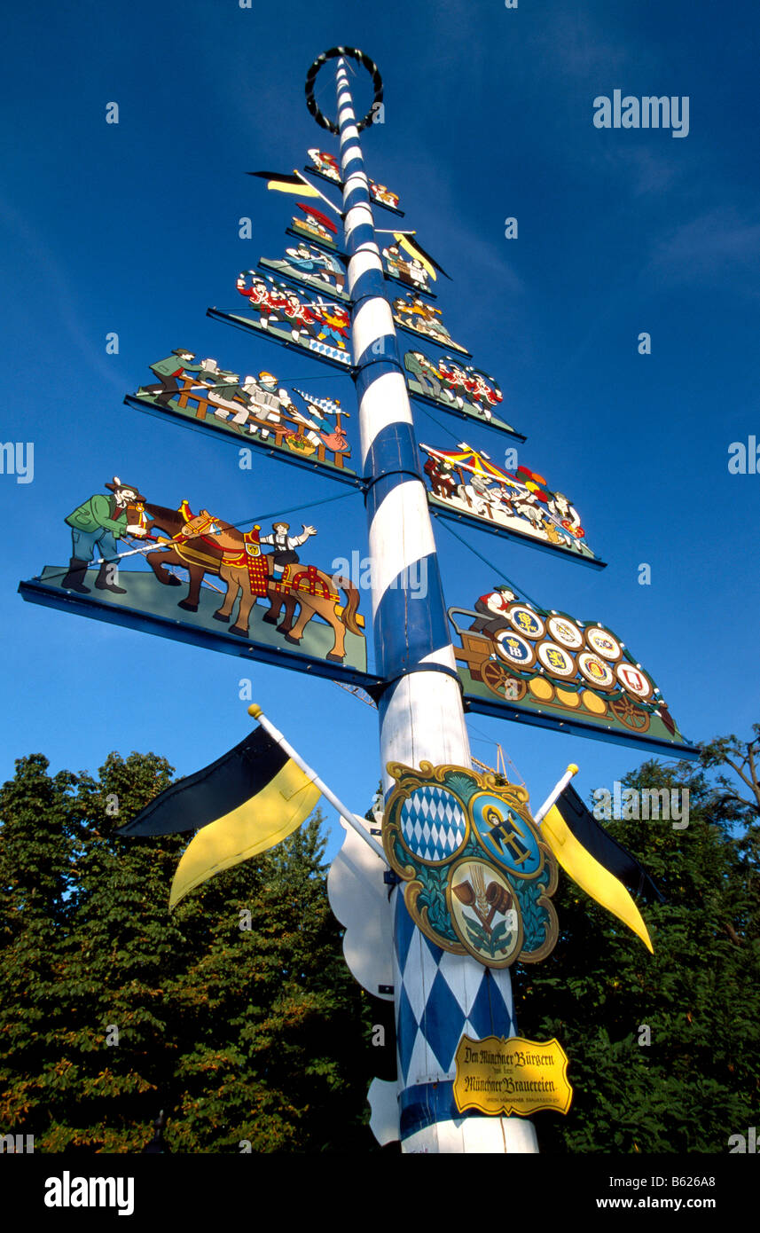 maibaum or maypole viktualienmarkt market munich bavaria germany stock photo 20947200 alamy. Black Bedroom Furniture Sets. Home Design Ideas
