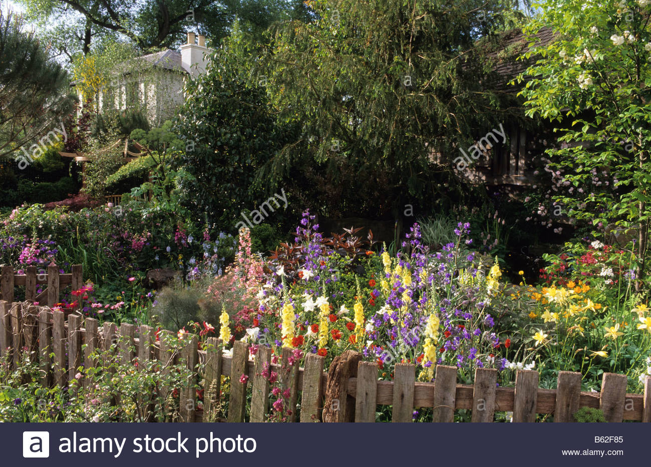 Chelsea fs 2002 design julin dowle cottage garden with colourful chelsea fs 2002 design julin dowle cottage garden with colourful summer flowering annuals and perennials and view through to hou izmirmasajfo