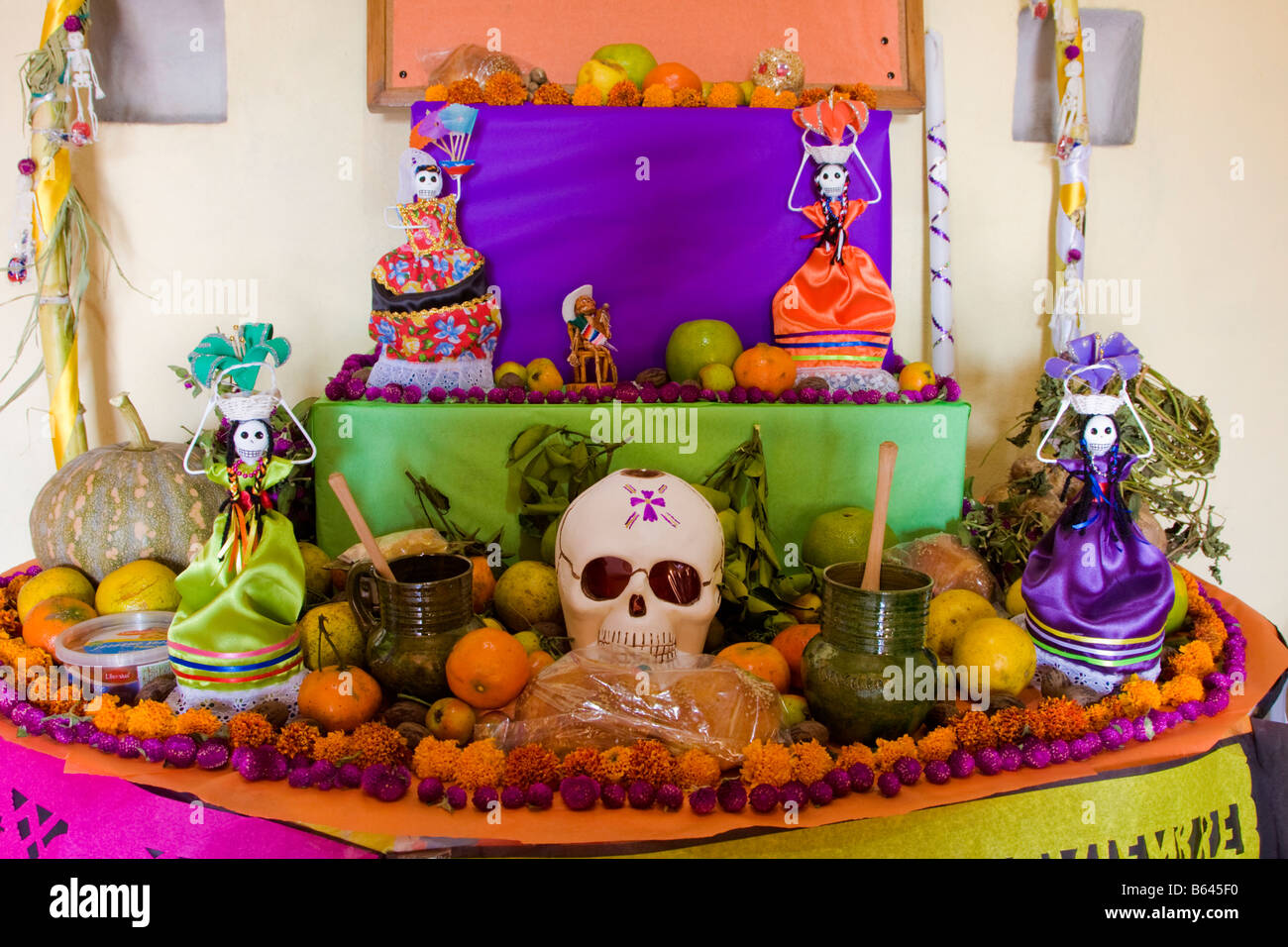 Oaxaca mexico day of the dead altar decorations in for Day of the dead craft supplies