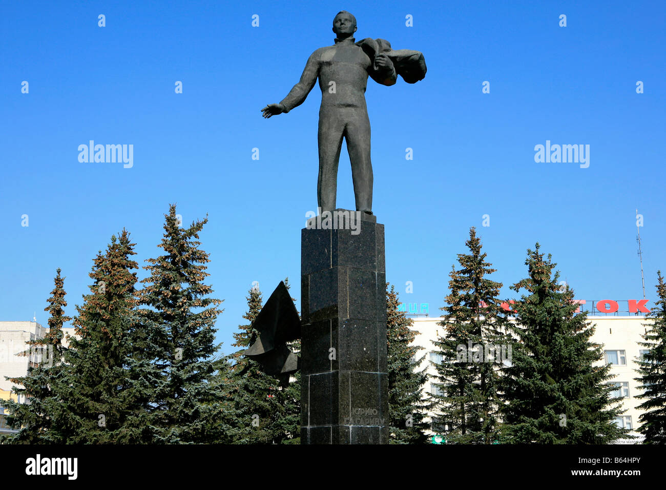 Soviet memorial dedicated to cosmonauts from kaliningrad - Statue Of The World S First Human In Space Cosmonaut Yuri Gagarin At The Main Square In