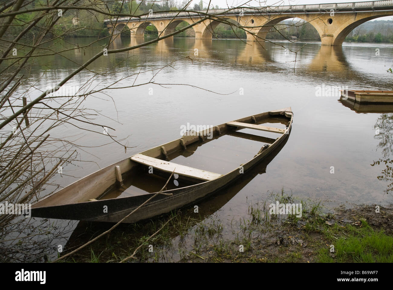 Stock Photo   Sunken, Boat, River, Boats, France, Sunk, Sink, Sinks,  Sinking, Old, Damage, Damaged, Rot, Rotten, Rotting, Dilapidated, Wreck