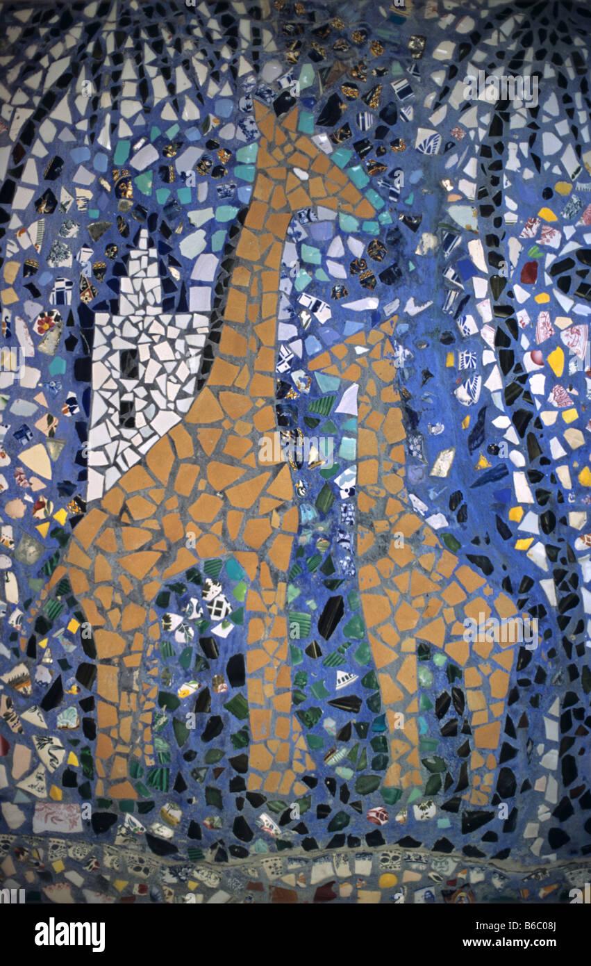 Giraffe mosaic la maison picassiette former home of for Art maison la thuile