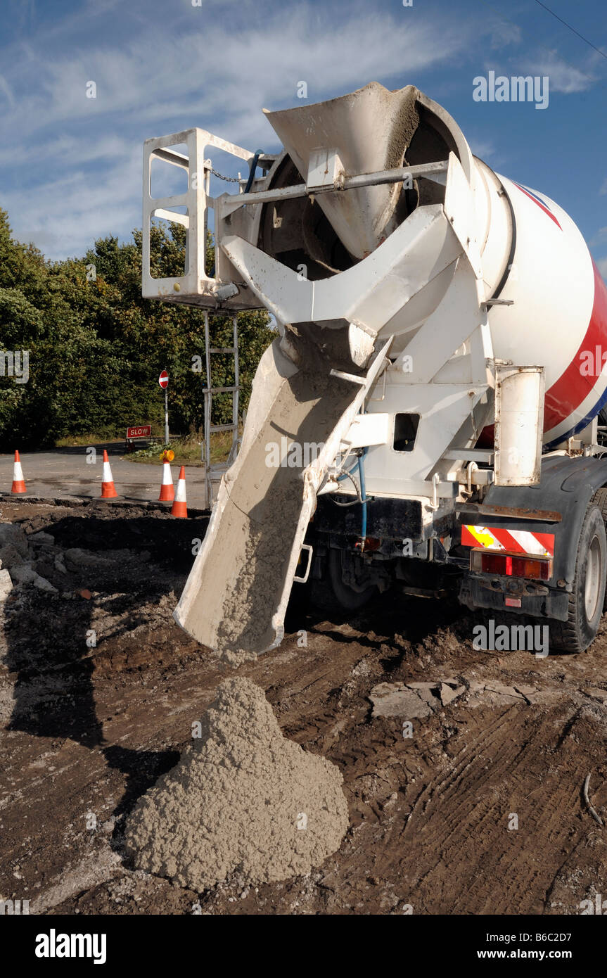 Cement Mixer Pouring Concrete Stock Photo 21163667 Alamy
