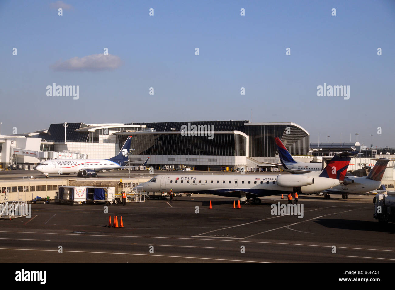 Blue apron engineering - Jfk International Airport New York Usa Terminal Building And Delta Airways Jets On The Apron