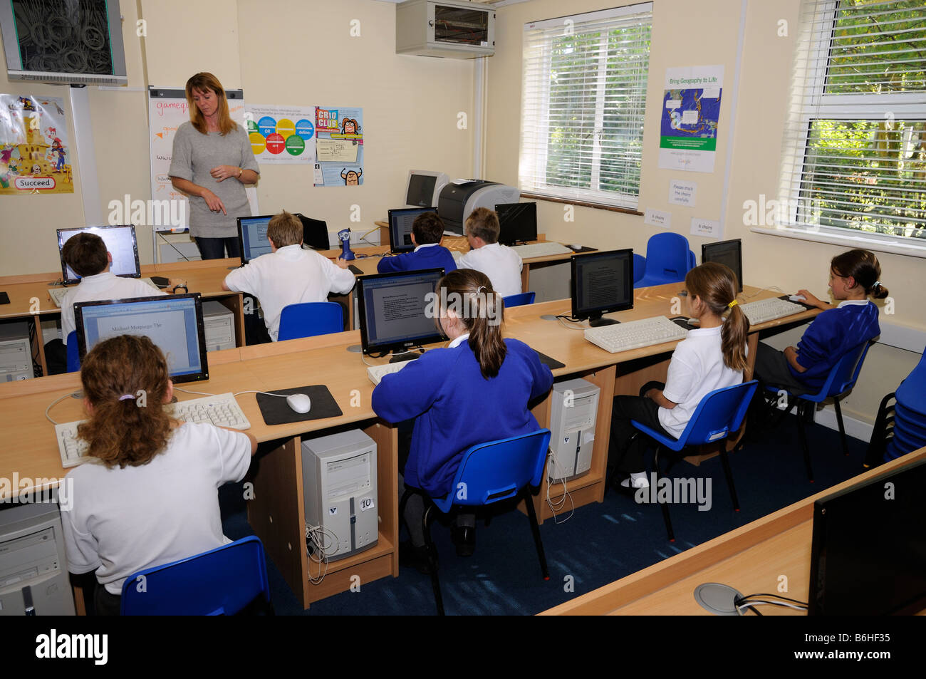 primary school pupils using computers in classroom