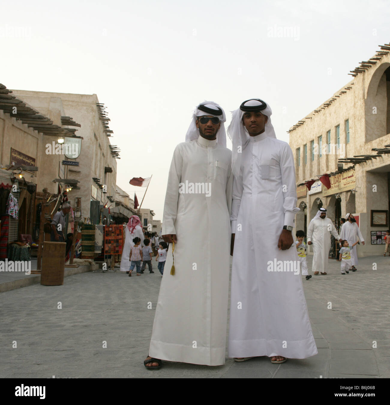 Non-Qatari women are not required to wear the abaya (a long, black robe that covers the entire body) or cover their hair. As long as you cover your shoulders and wear skirts, dresses, or .