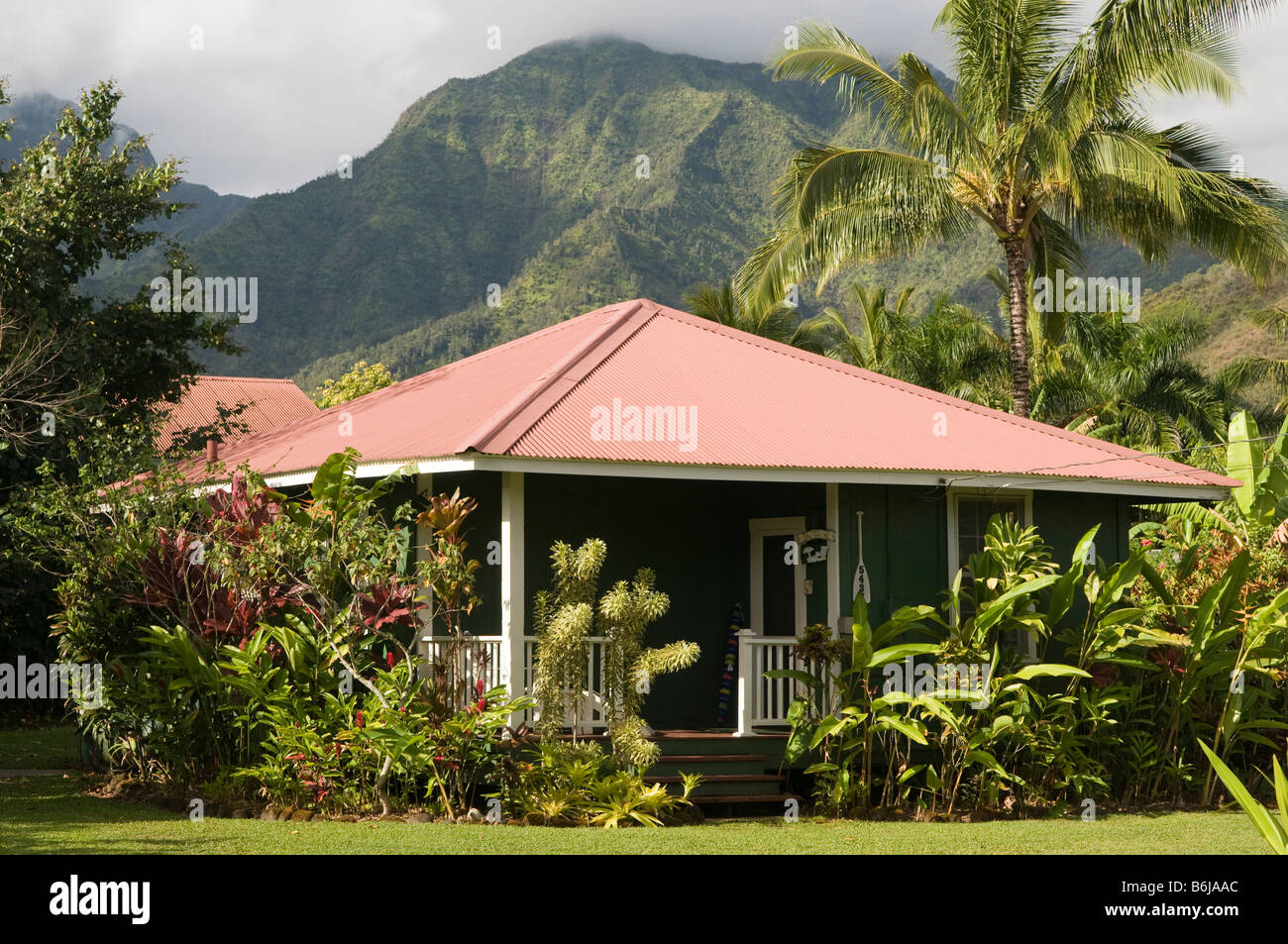 Traditional plantation style hawaiian house hanalei for Hawaiian plantation architecture