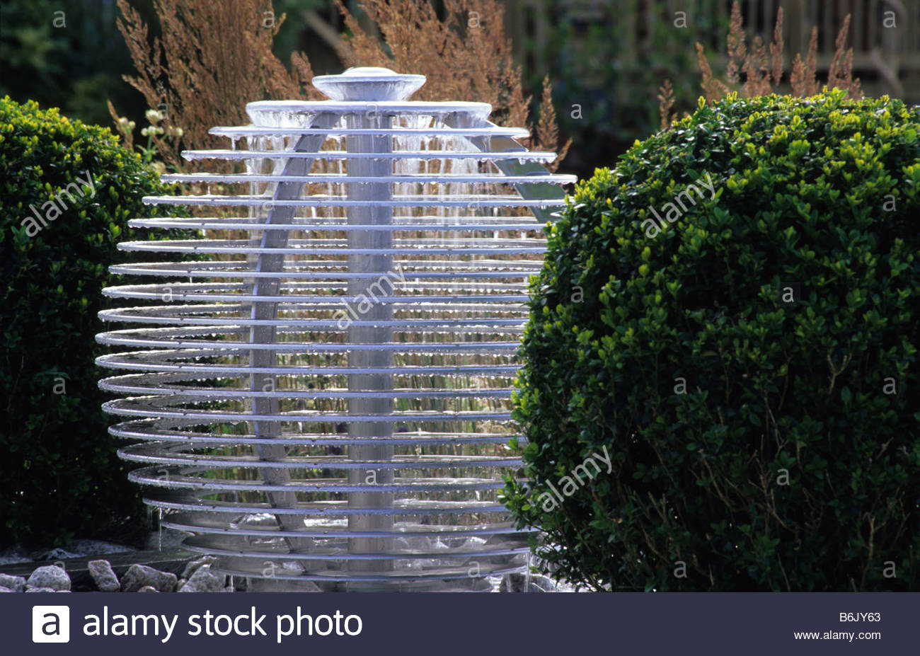 Hampton Court FS 2004 Design Chris Beardshaw Contemporary Water Feature  Spherical Drip Fountain With Boxwood Topiary