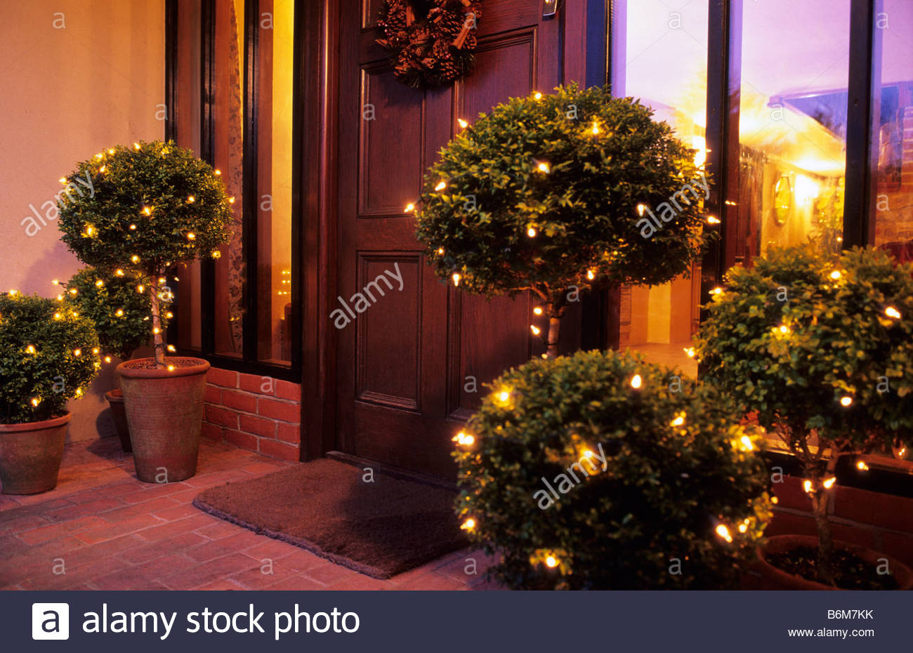 Outdoor christmas decorations - Stock Photo The Oast Houses Hampshire Outdoor Christmas Decorations Lights On Boxwood Topiary In Terracotta Pots On Front Porch