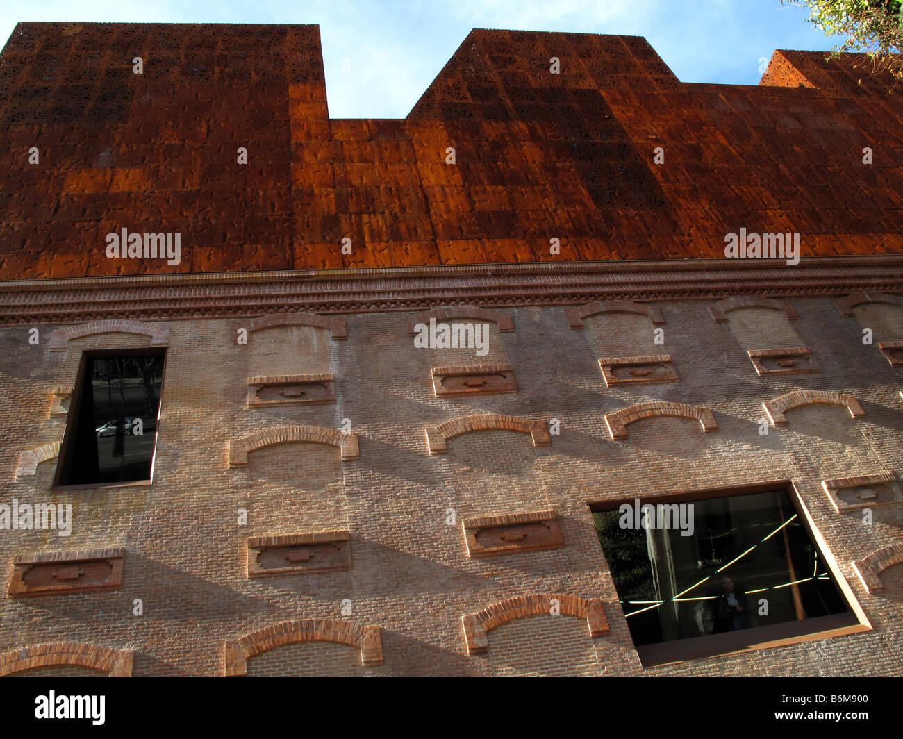 Caixaforum madrid museum by swiss architects herzog and de for Herzog de meuron madrid