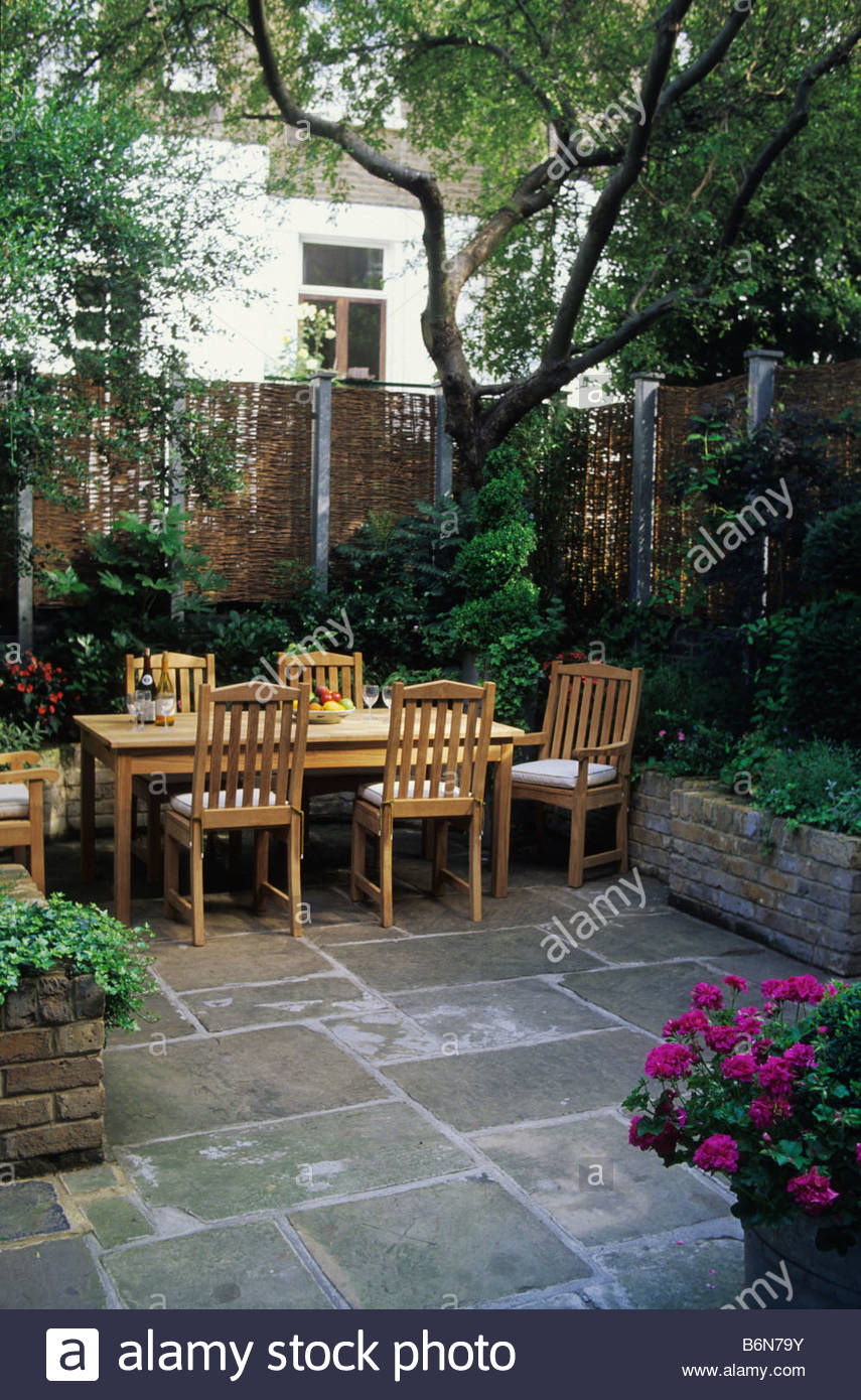 Small patio garden london design steven woodham table york for Garden design york uk