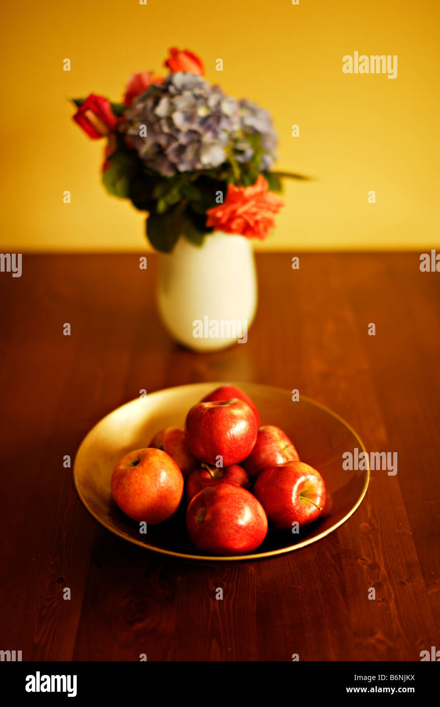 Bowl of apples on table with vase of flowers roses and hydrangea bowl of apples on table with vase of flowers roses and hydrangea reviewsmspy
