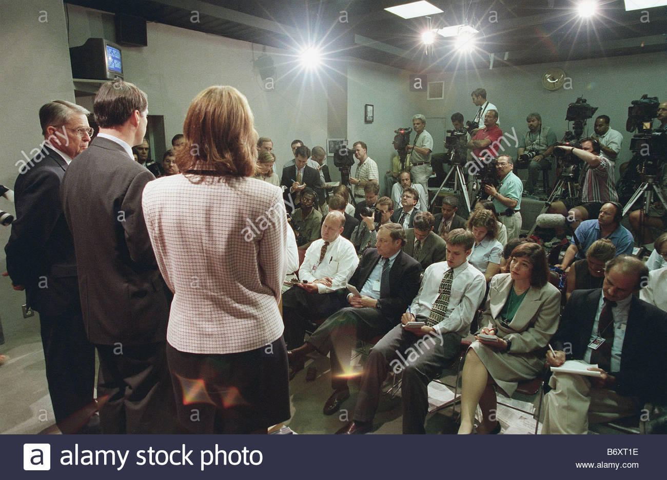 9 16 98 STARR REPORT CLINTON SCANDAL House Rules Committee Chairman Gerald  Solomon R N Y Chris Cox R Calif And Anne Northup R Ky During A News  Conference On ...