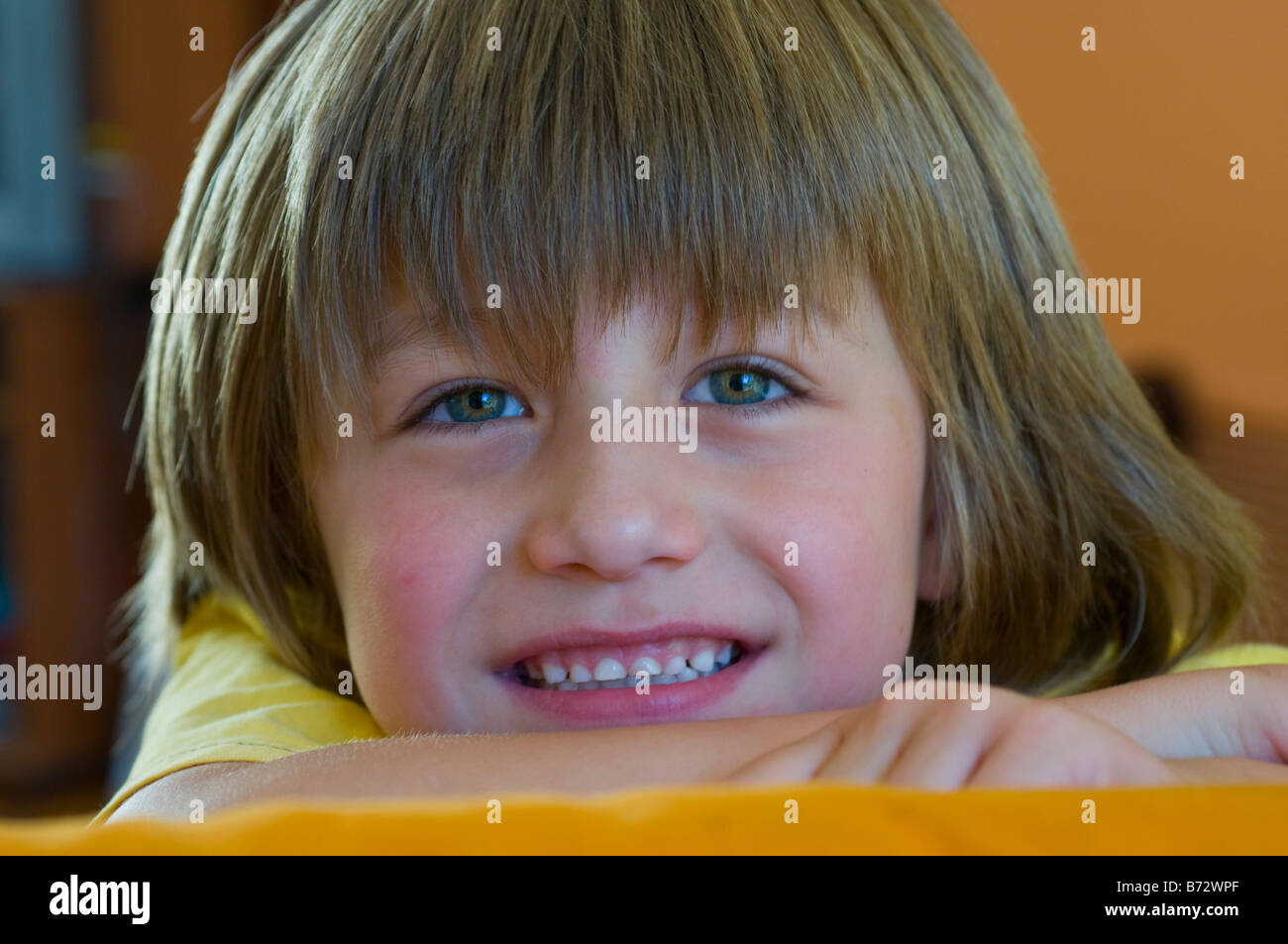 Smiling bright eyed 5 year old boy with long hair Stock Photo - smiling-bright-eyed-5-year-old-boy-with-long-hair-B72WPF