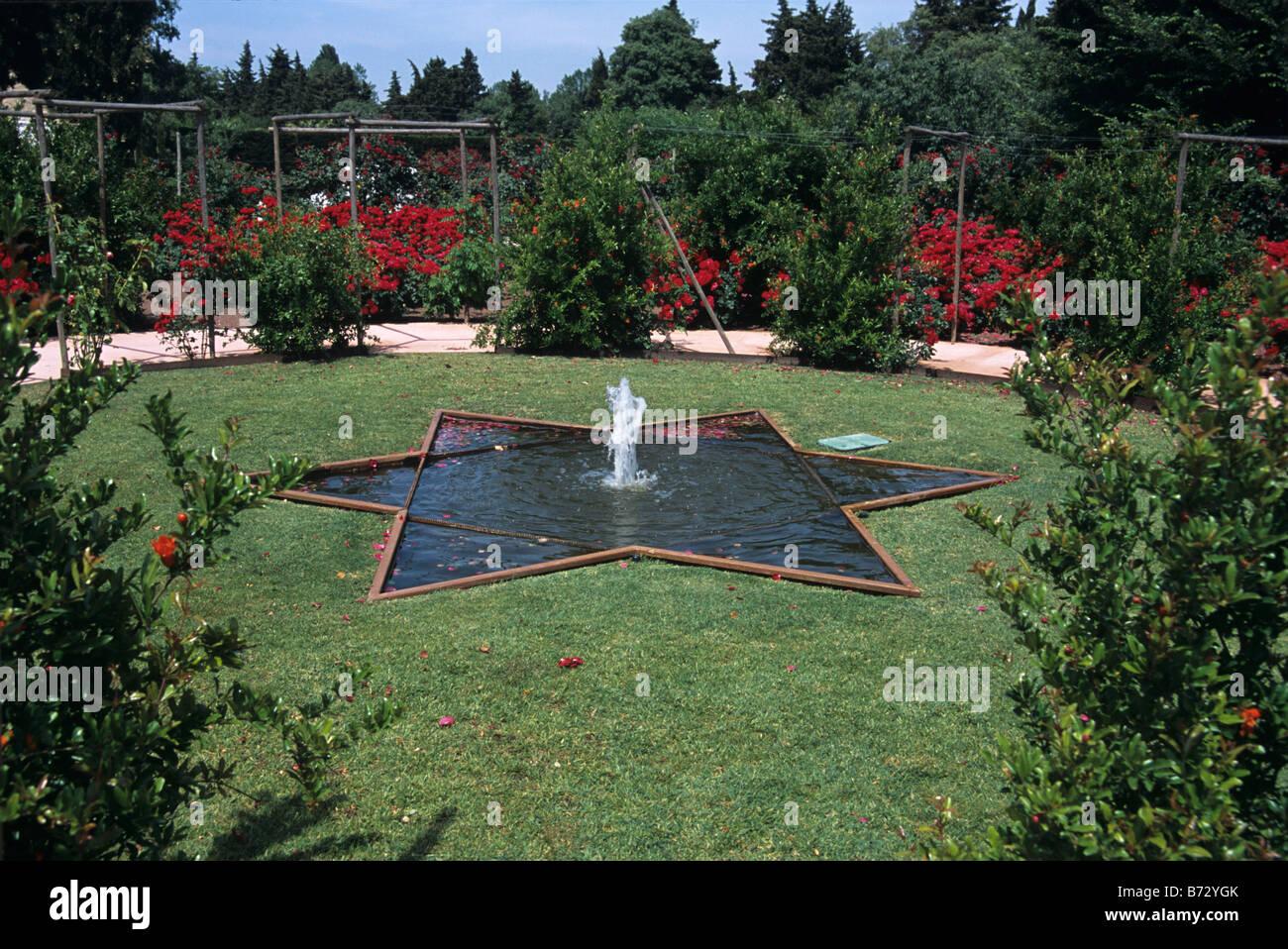 le mas de la brune. Star-Shaped Pond Or Pool In The Alchemist\u0027s Garden, Mas De La Brune Hotel, Eygalières En Provence, Alpilles, France Le B