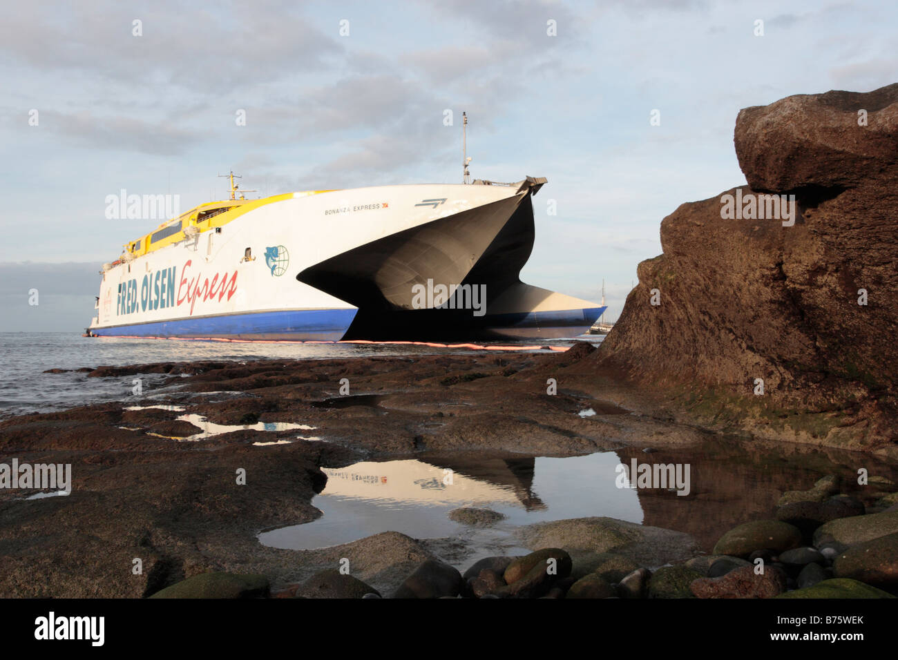 The fred olsen ferry bonanza express run aground due to for Oficina fred olsen los cristianos