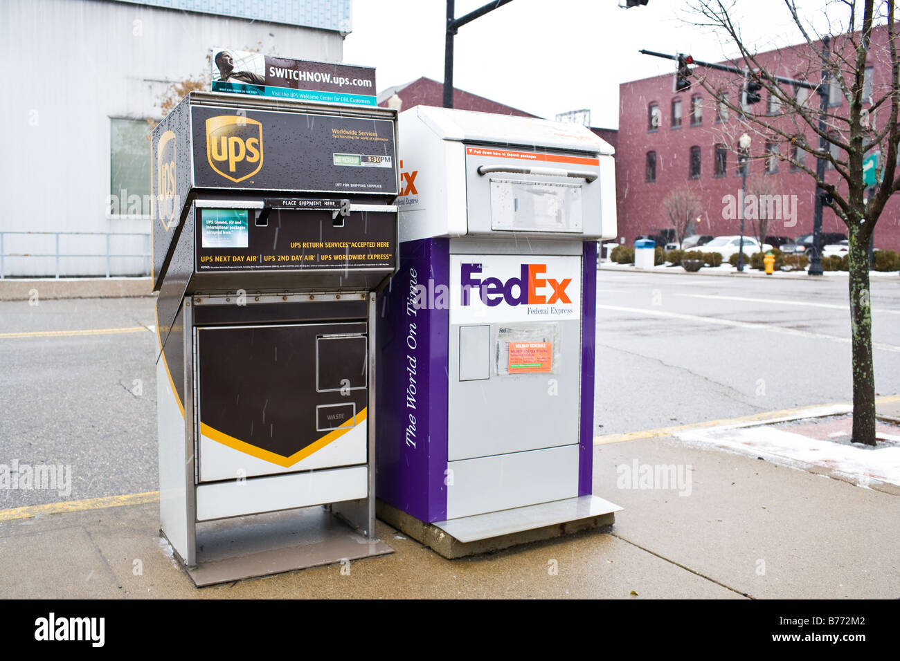 Cost of color printing at fedex - A Fedex And Ups Pick Up Box Sit Side By Side On A Street Corner Download Image Fe Fedex Color Printing Cost