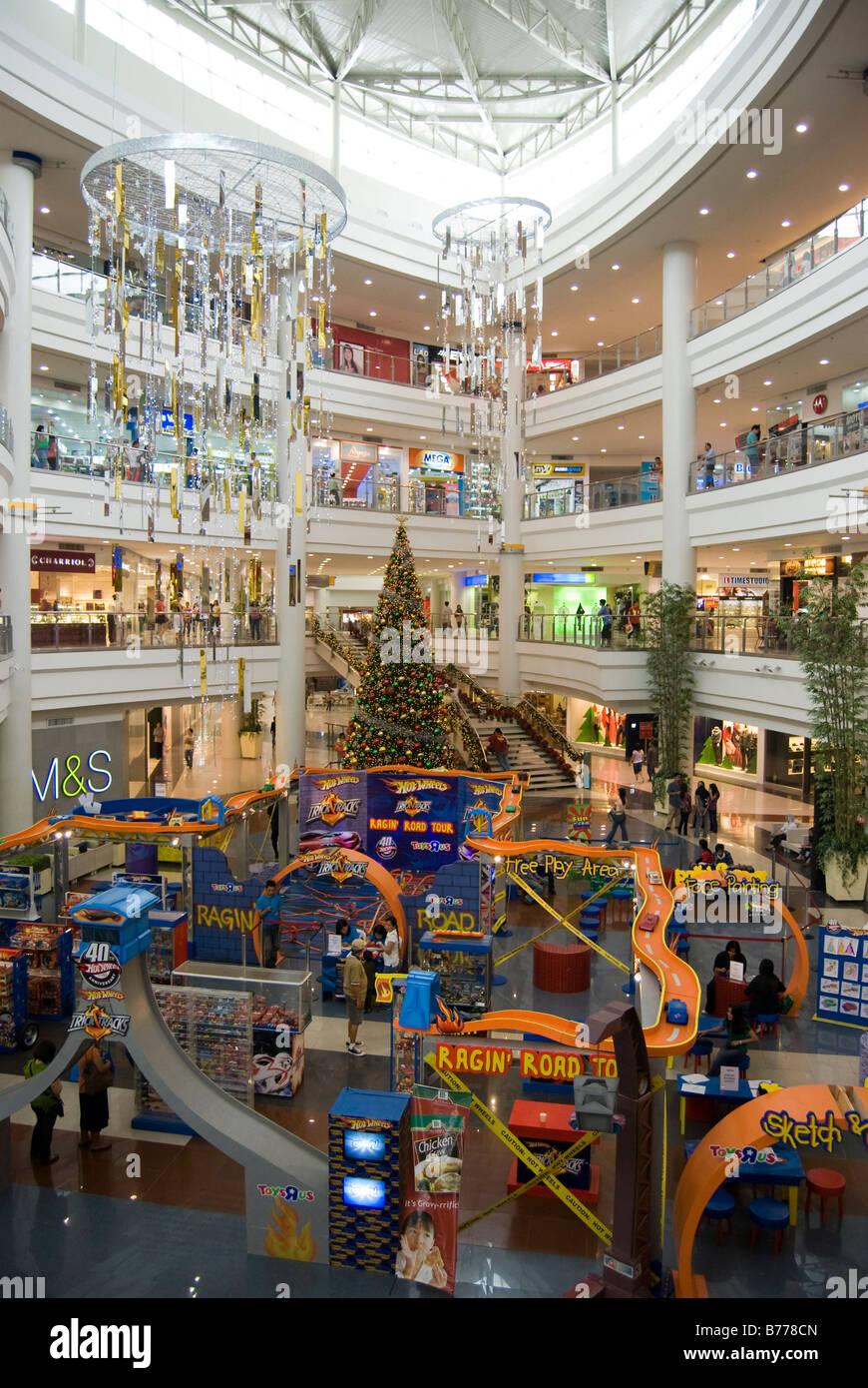 Interior atrium at christmas robinsons place shopping for Best places for christmas shopping