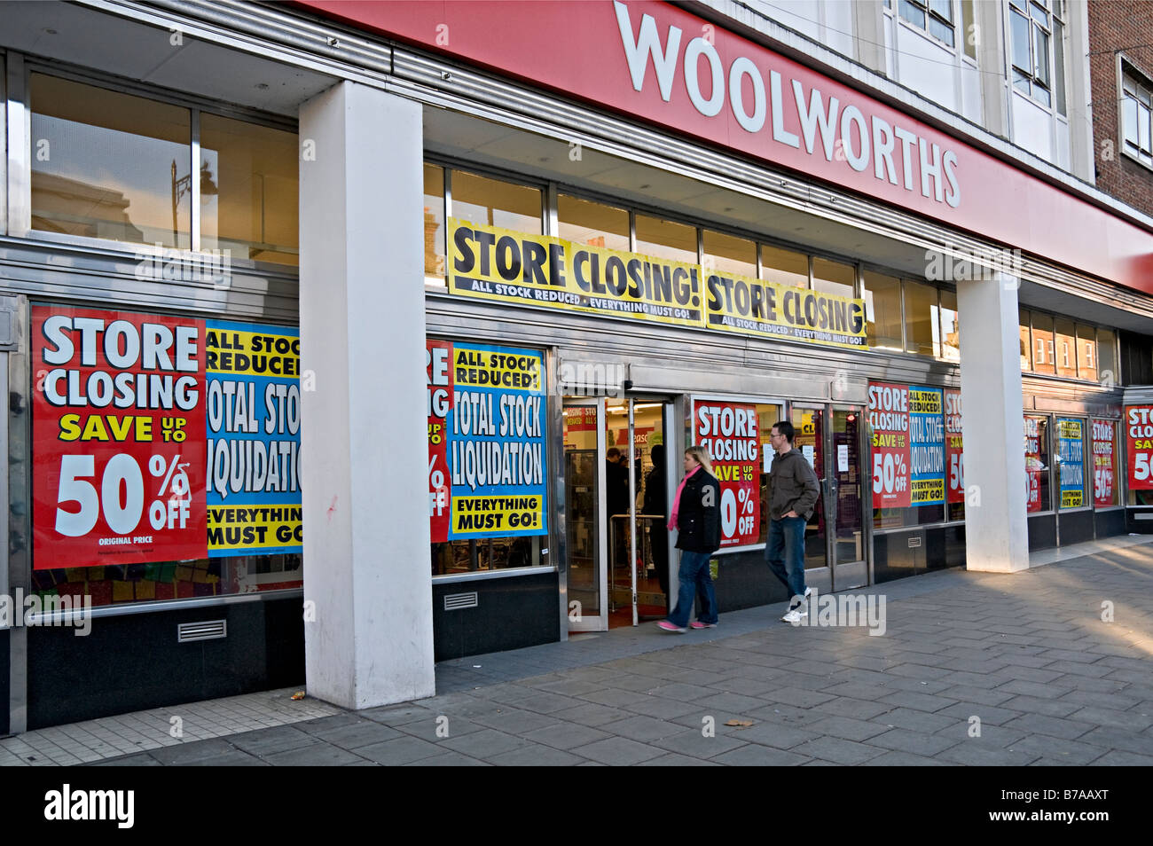 Woolworths store closing down sale London UK Stock Photo ...