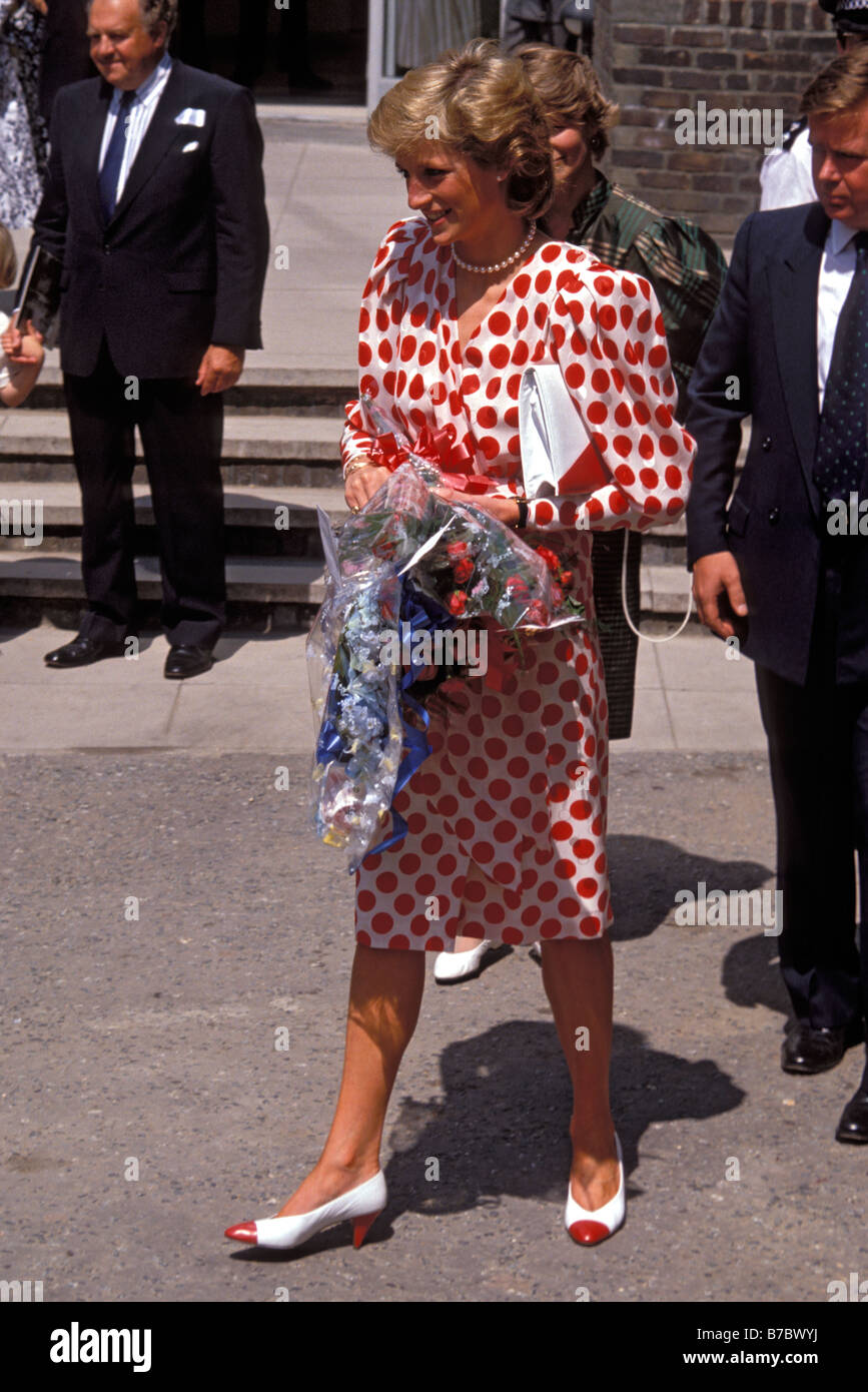diana NDN JULY 21 Princess Diana visit To The Royal College Of Art accompanied By  Bodyguard Ken Wharfe