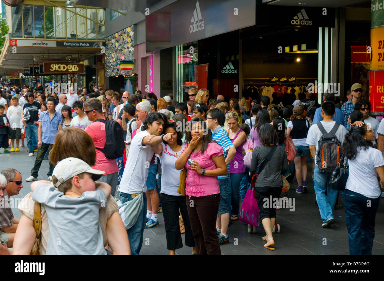 Shoppers crowd Bourke Street in the city of Melbourne ...