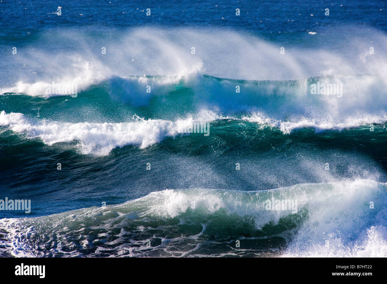 Pacific Ocean waves crashing ashore near seal Rock Picnic ... Pacific Ocean Waves