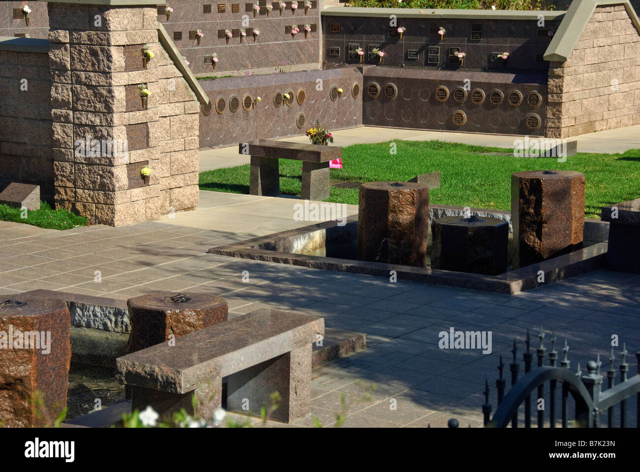Hollywood celebrity gravesites cemeteries