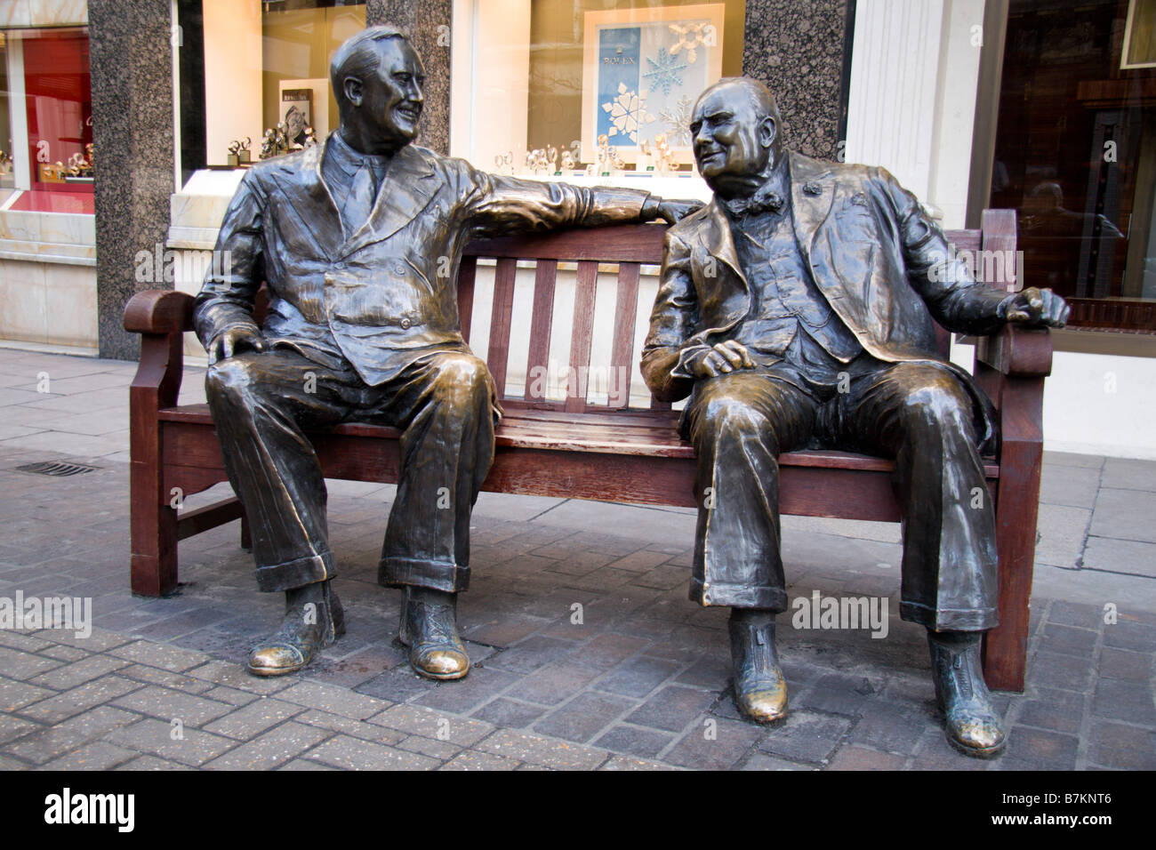 Fabuleux Bronze statue of Sir Winston Churchill and Franklin D. Roosevelt  PE09