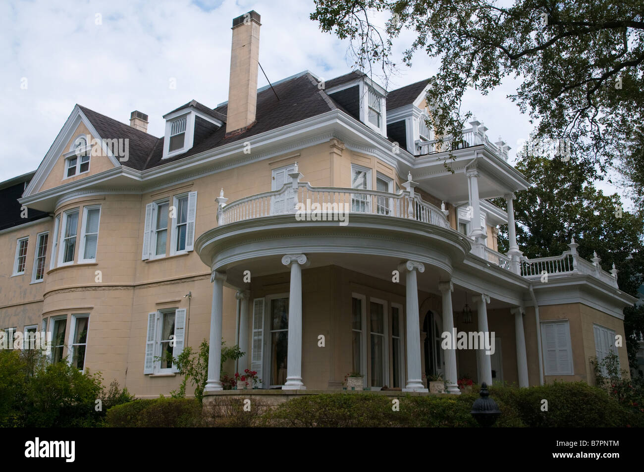 Examples Of New Orleans Architecture In The Garden District Stock Photo Royalty Free Image
