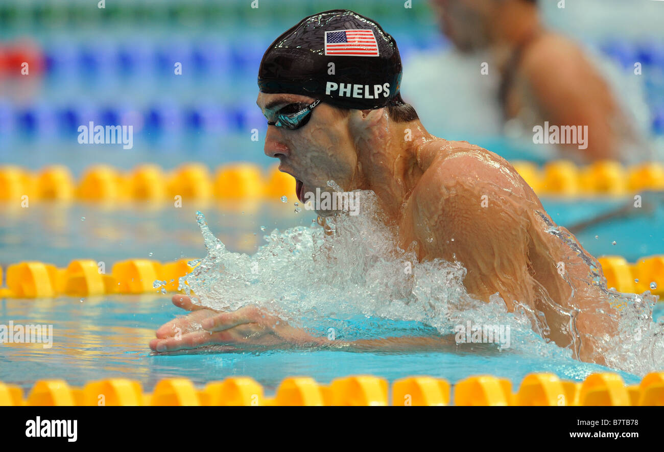michael phelps swimming breaststroke at the beijing olympic games