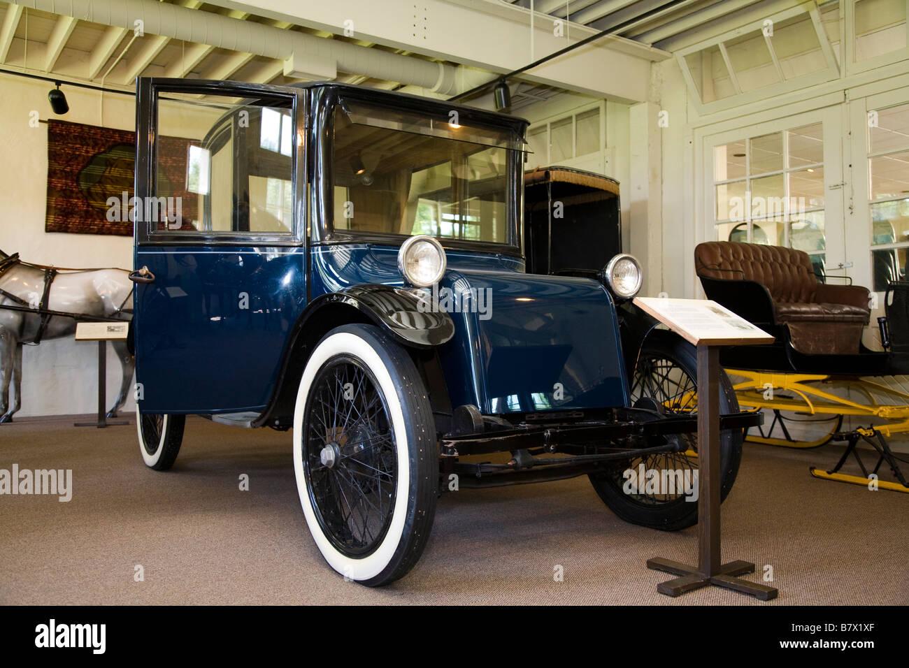 ILLINOIS DeKalb Milburn light electric antique car in Ellwood house ...