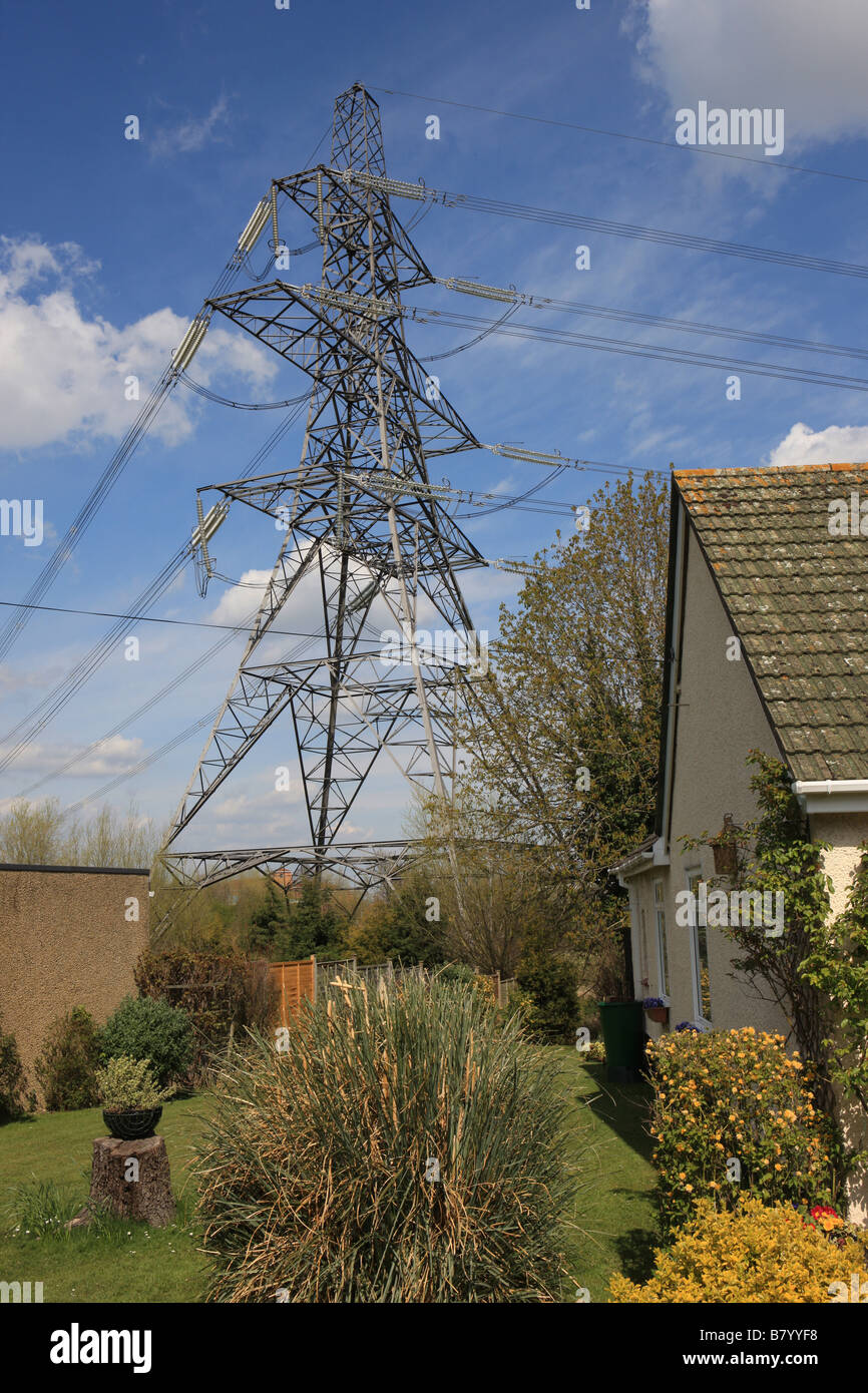 Power lines ans a pylon over a bungalow at Oxford Stock ...