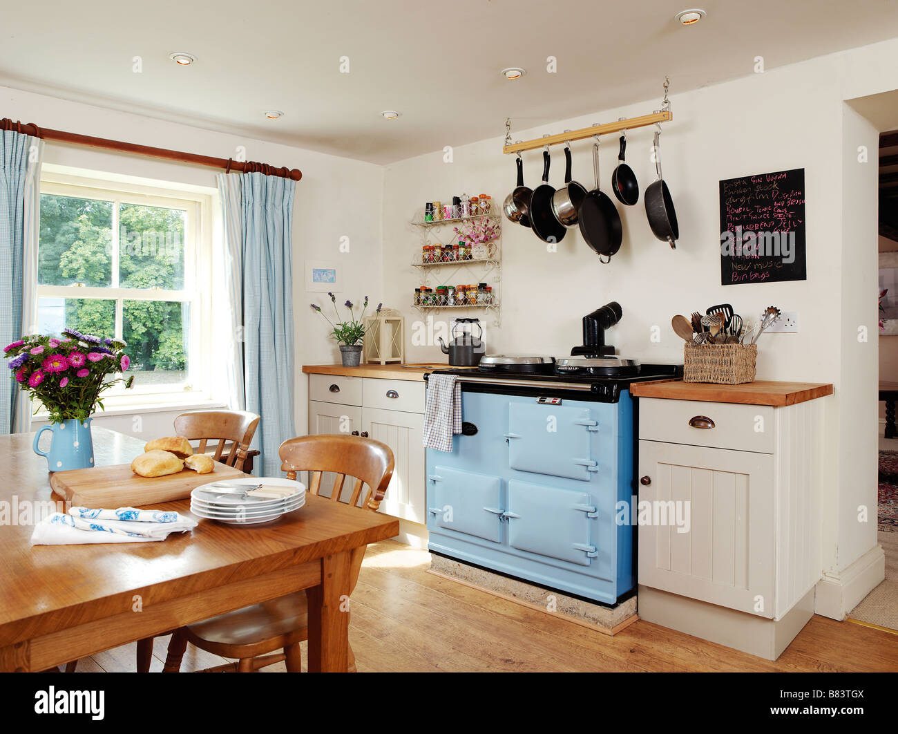 Country style kitchen with blue aga and breakfast table for Country style kitchen table