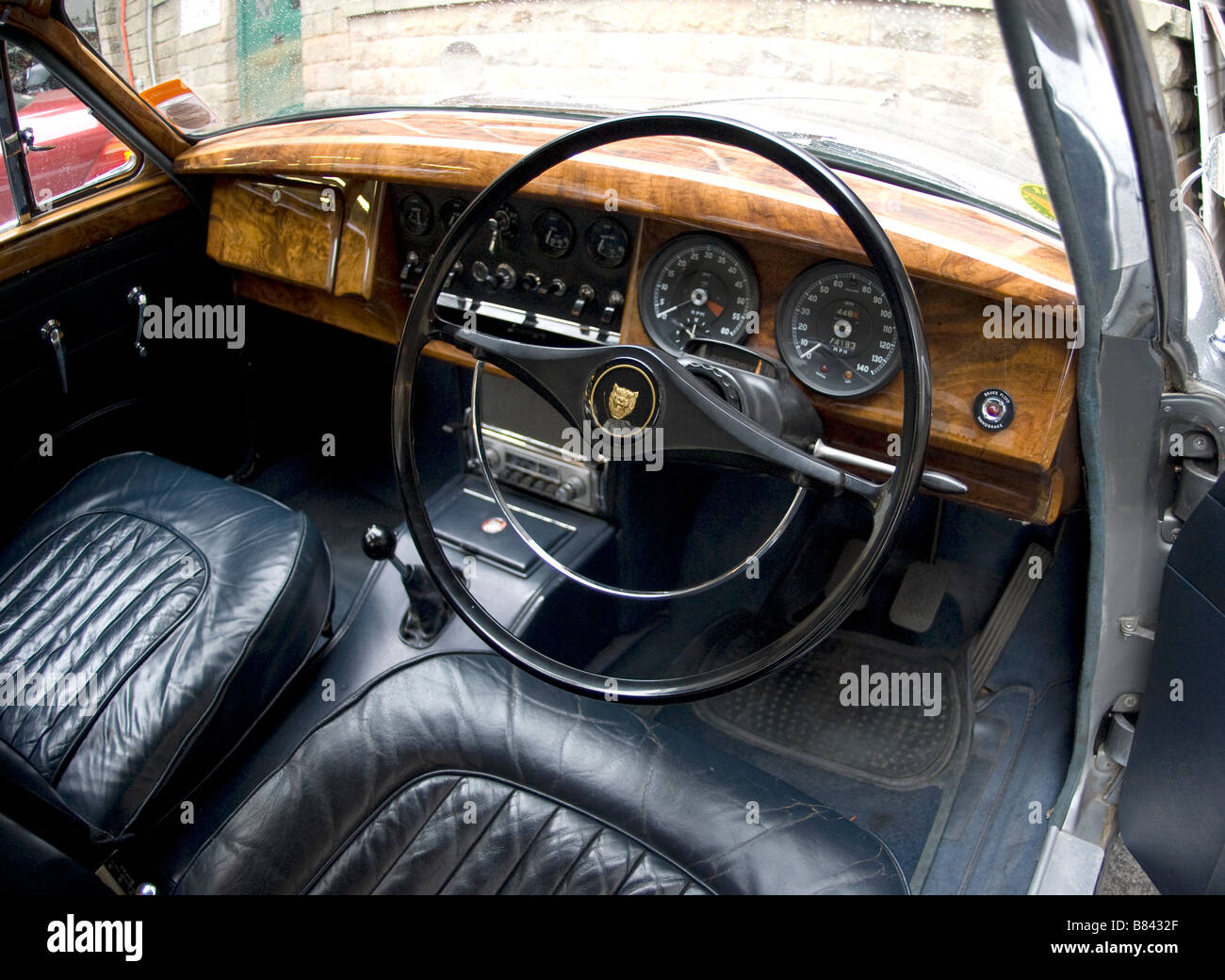 jaguar mk2 car interior english leather and wood stock photo royalty free image 22217847 alamy. Black Bedroom Furniture Sets. Home Design Ideas