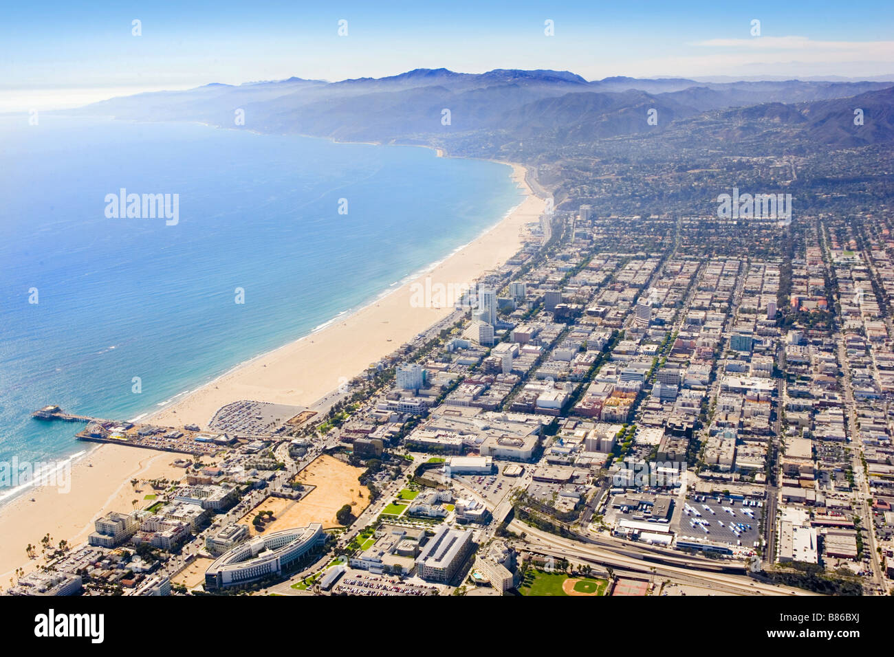Downtown santa monica pier and beach with santa monica for Best beach near la