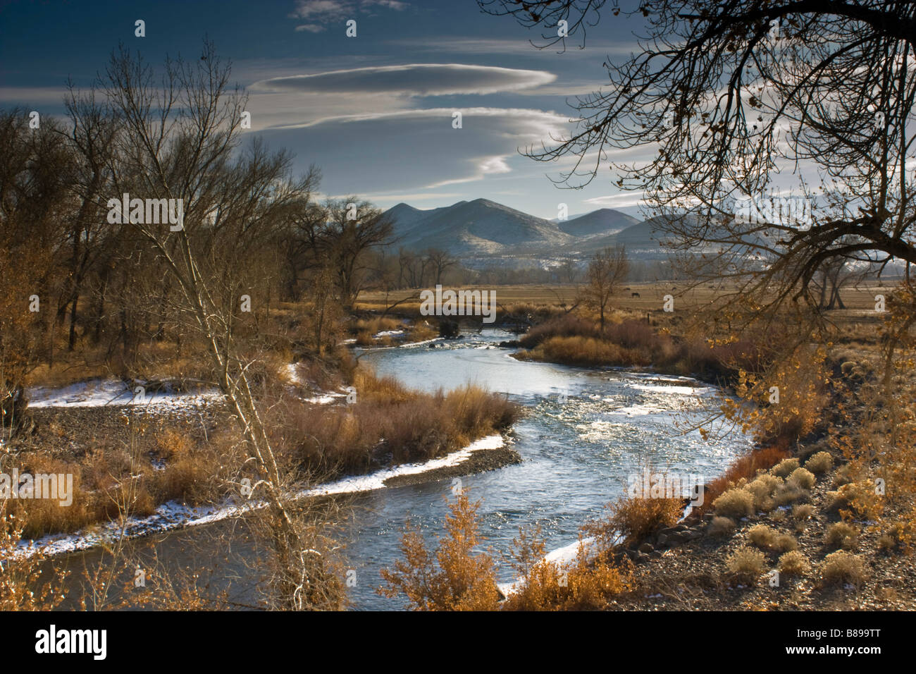 winter-view-of-the-truckee-river-from-wadsworth-nevada-with-lenticular-B899TT.jpg