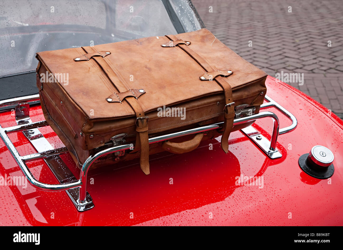 Leather Suitcase Stock Photos & Leather Suitcase Stock Images - Alamy