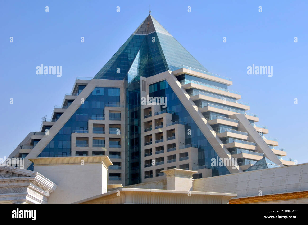Dubai modern architecture building stock photo royalty for Dubai architecture moderne