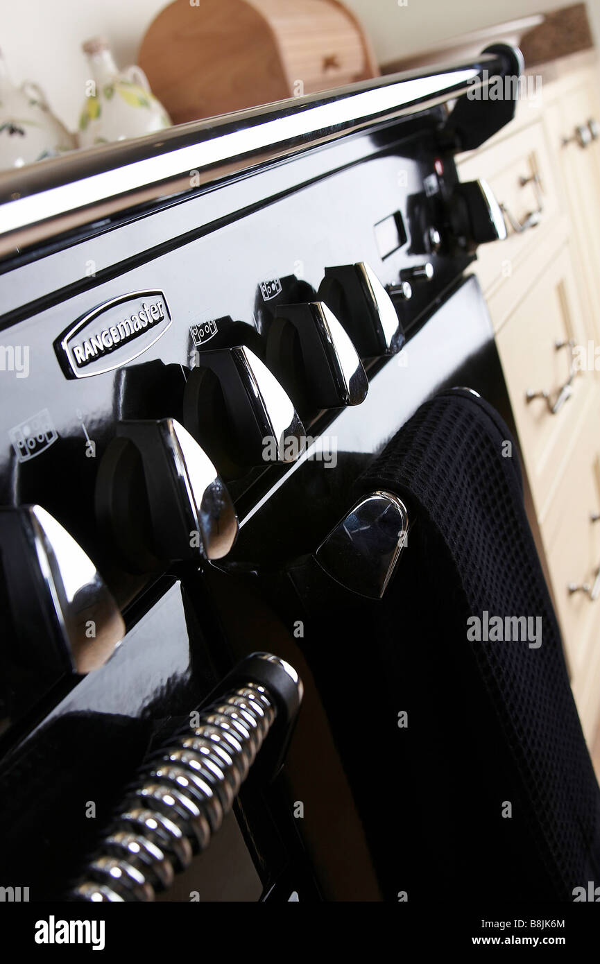 close-up-of-a-cooker-in-a-kitchen-B8JK6M