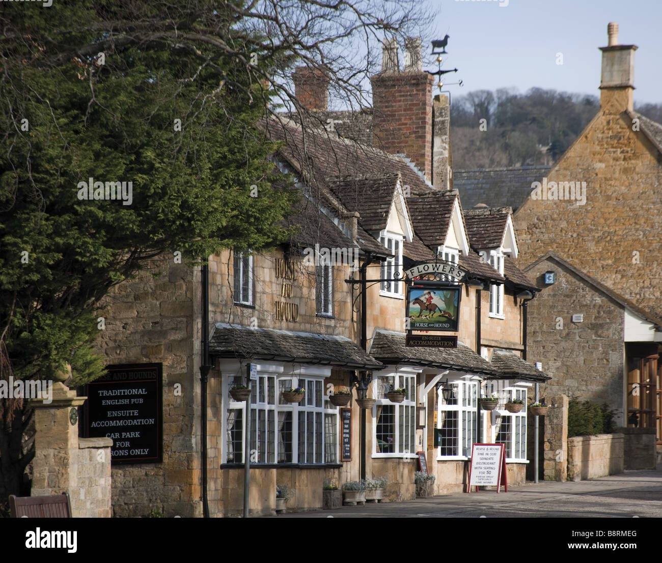 Pub High Street Broadway Cotswolds Worcestershire Uk Stock