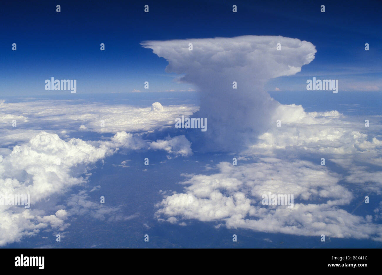 Cumulonimbus Incus Anvilheads Flat Topped Cumulus Nimbus Cloud ...