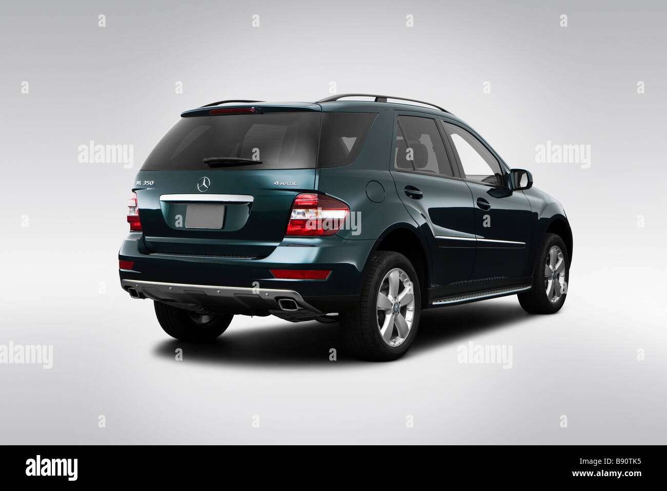 2009 mercedes benz m class ml350 in green rear angle for Mercedes benz ml350 2009