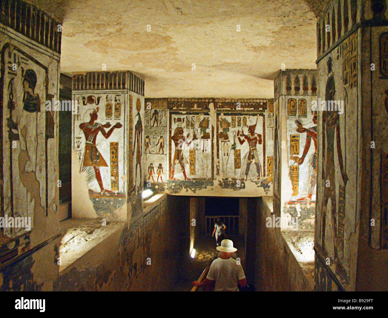 luxor dating Egyptian archaeologists working in luxor have explored two tombs dating back to the 18th dynasty, uncovering colorful figurines, funeral masks, a stunning mural—and a linen-wrapped mummy as national geographic reports, these two tombs, found in the necropolis of dra' abu el-naga in luxor, egypt.