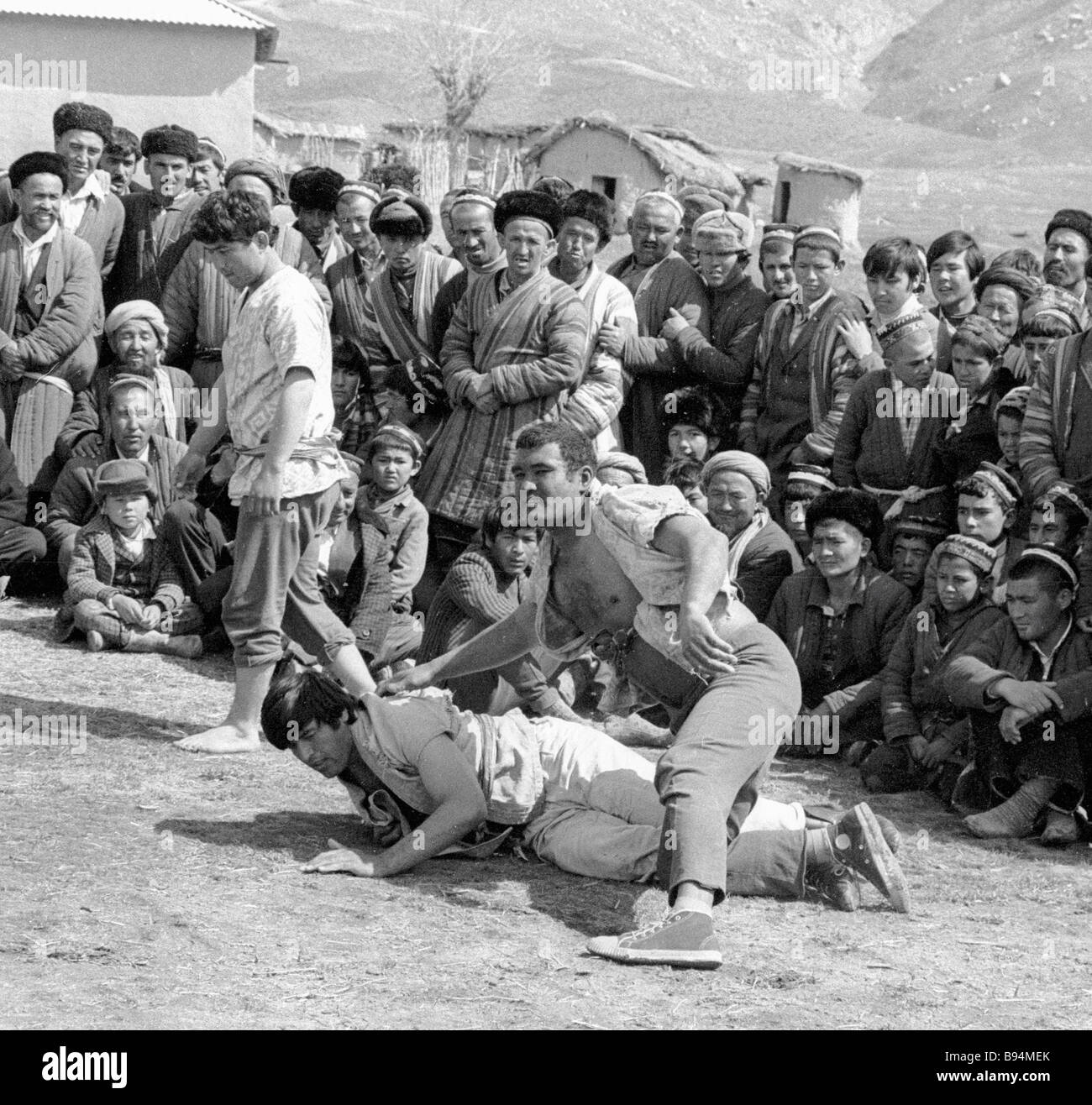 [Image: a-bout-of-the-gushtingiri-tajik-folk-wre...B94MEK.jpg]