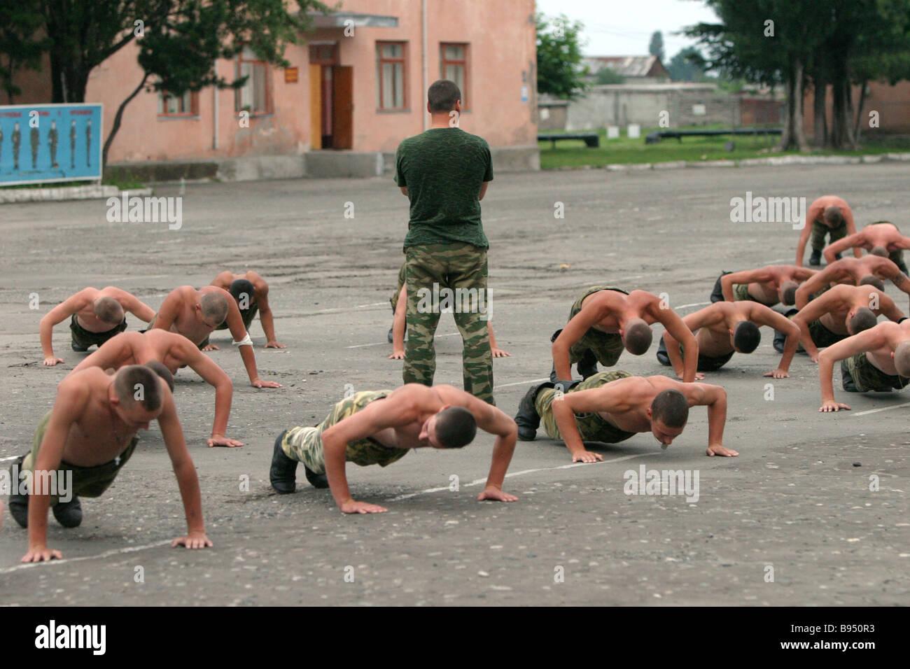 Унижение парней в военкомате 24 фотография