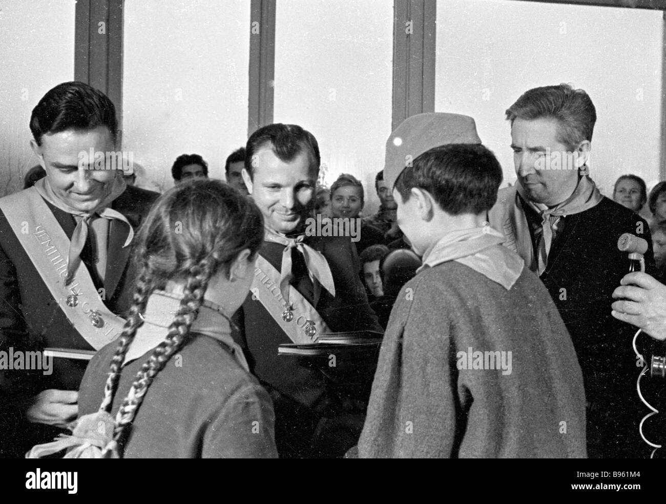 yuri gagarin and vladimir komarov - photo #19