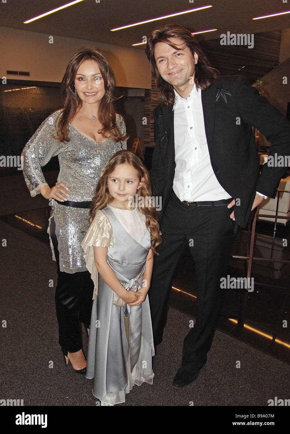 How are you all alike: Dmitry Malikov showed an unusual photo with his father and children