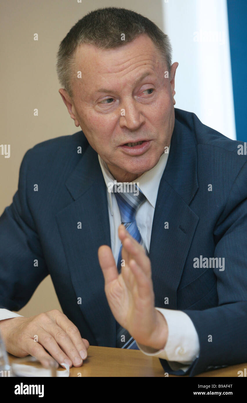 Nikolai Mikhailov of the Systema Joint Stock Financial Corporation board of directors at the round table - nikolai-mikhailov-of-the-systema-joint-stock-financial-corporation-B9AF4T